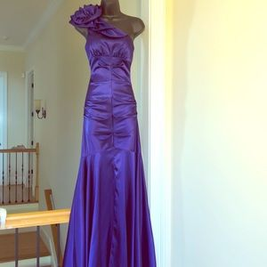 XSCAPE sz 4 gown formal cruise prom purple